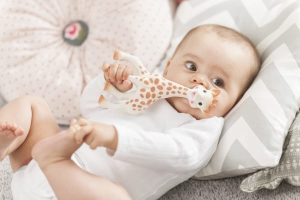 8 suggerimenti per dare sollievo al neonato durante la crescita dei denti